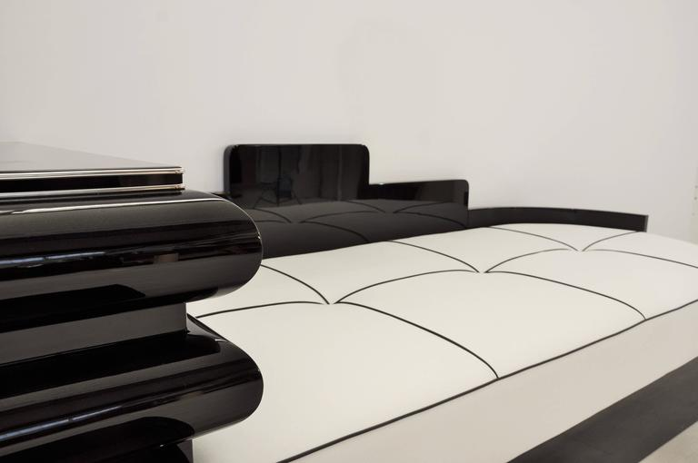 Highgloss Black Art Deco Daybed from France with a White Leather Mattress In Excellent Condition For Sale In Senden, NRW