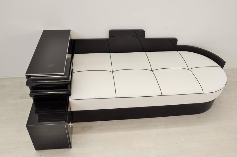 French Highgloss Black Art Deco Daybed from France with a White Leather Mattress For Sale