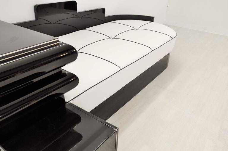 Highgloss Black Art Deco Daybed from France with a White Leather Mattress For Sale 1