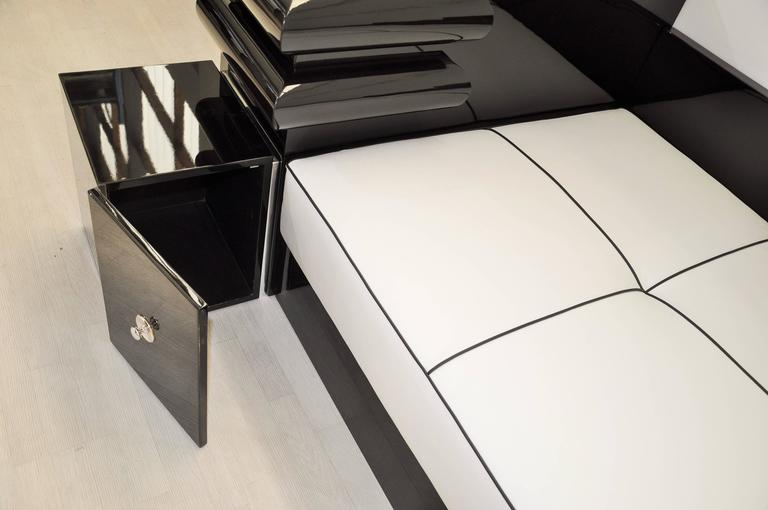Highgloss Black Art Deco Daybed from France with a White Leather Mattress For Sale 2
