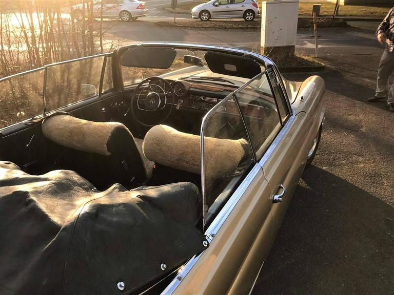 1965, Mercedes W111 Cabriolet Automobile In Good Condition For Sale In Senden, NRW