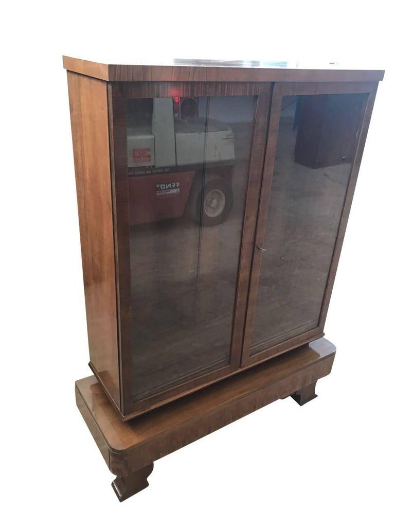art deco rootwood vitrine for sale at 1stdibs. Black Bedroom Furniture Sets. Home Design Ideas