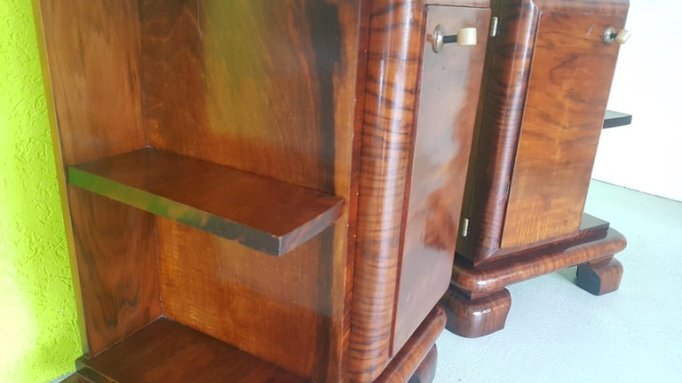 Pair of Walnut Art Deco Nightstands from Sweden, 1930s In Good Condition For Sale In Senden, NRW