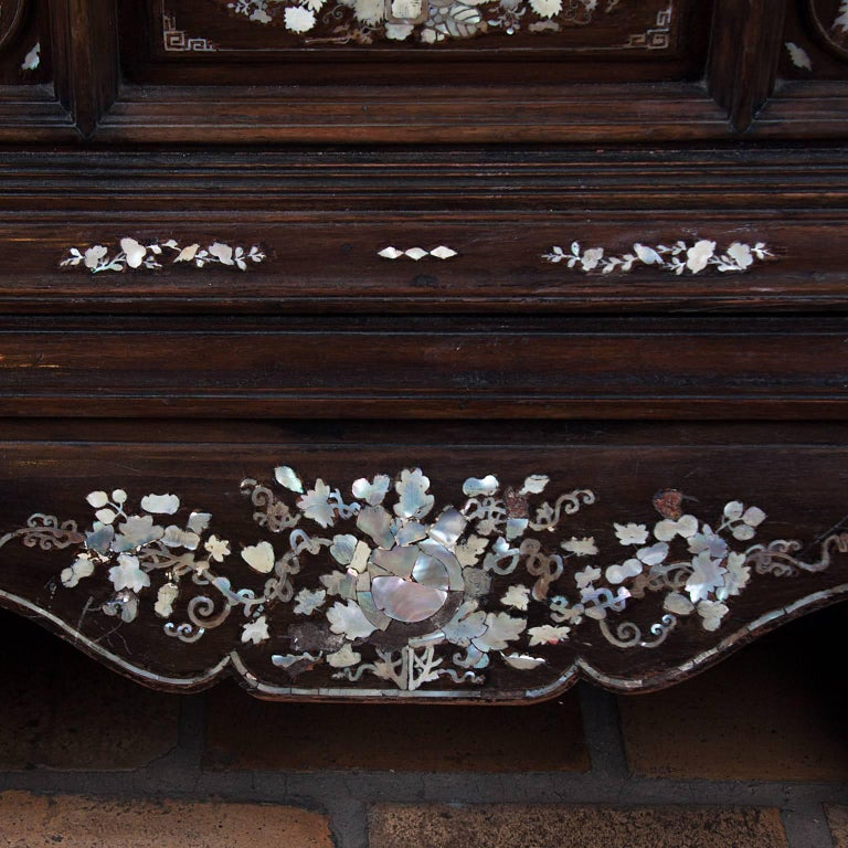 19th Century Rosewood Chest, Inlaid with the Mother-of-Pearl For Sale 4
