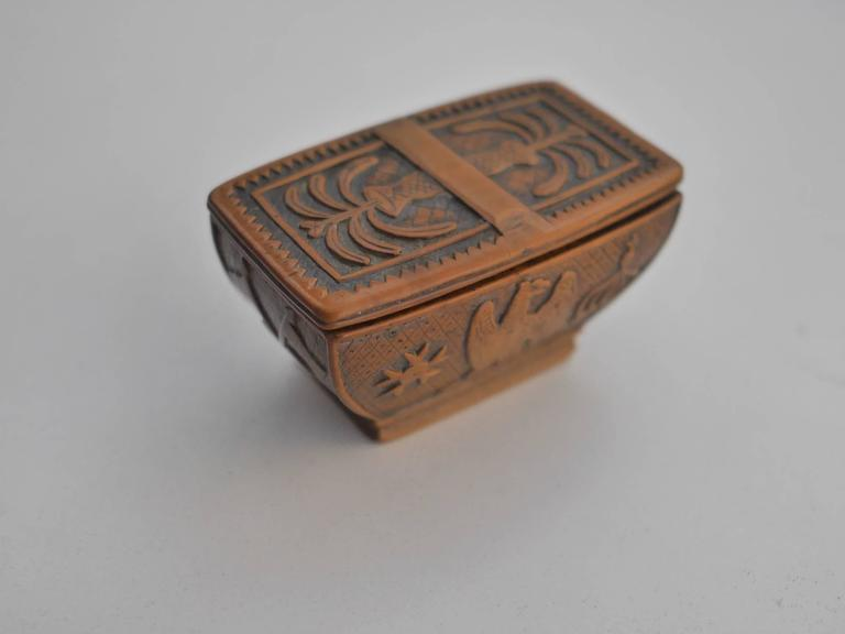 Rare little snuffbox carved in the shape of Napoleon's coffin. Various details engraved all around the box are related to the conqueror: eagle, crown, crossed guns, crossed flags, a heart and his initial