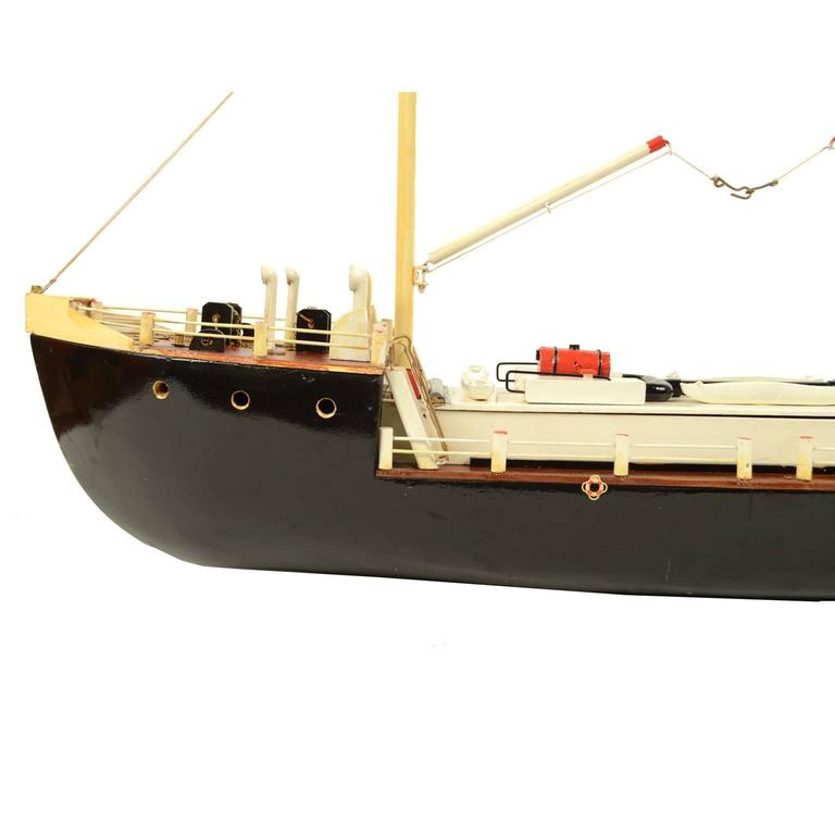 French Ship Model Made in the 1950s In Excellent Condition For Sale In Milan, IT