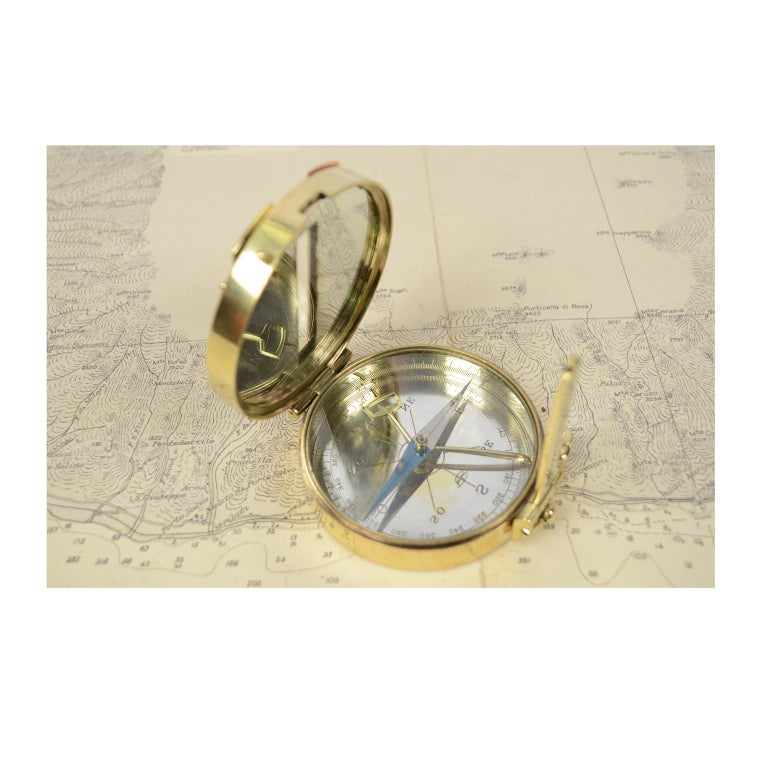 Rare and particular ancient magnetic compass for topographers, made of brass; instrument consisting of a magnetized needle free to rotate on a horizontal plane, marking with its point the direction of magnetic north, compass card complete with a