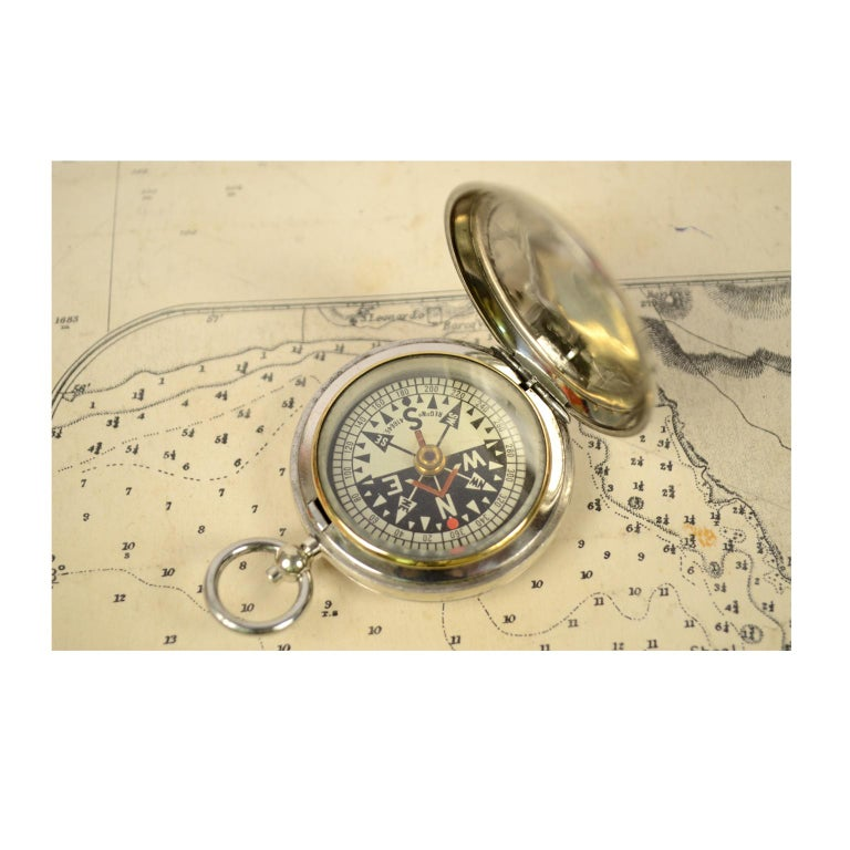 Pocket compass, 1915 circa for RAF officers made of chromed brass in the shape of a pocket watch. On the compass card you read, REG N.416645, while the number 6450 is engraved on the cover. The compass is fitted with a snap-on cover with release