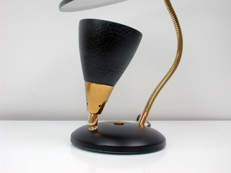 Midcentury French Reflecting Gooseneck Black Table Lamp, 1950s In Excellent Condition For Sale In Nümbrecht, NRW
