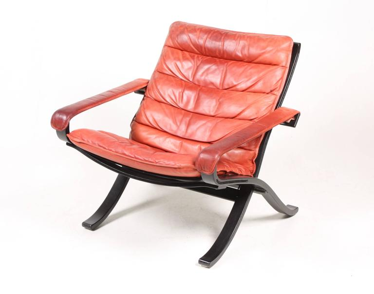 Late 20th Century Pair of Lounge Chairs Model