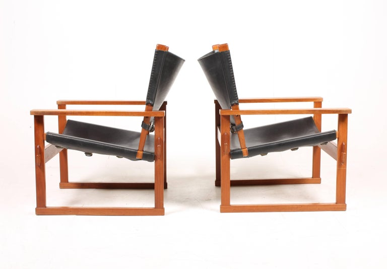 Pair of Lounge Chairs by Hundevad 5