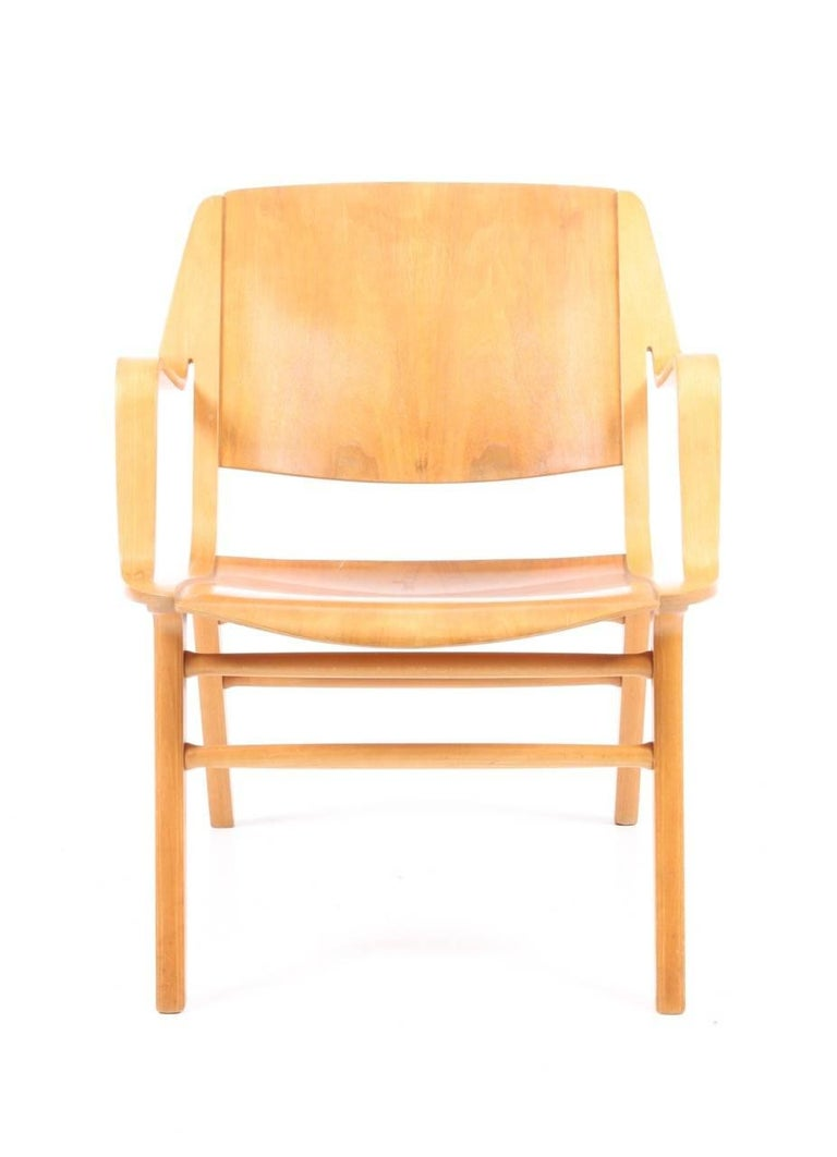 Great looking AX lounge chair in beech and teak. Designed by Peter Hvidt and Orla Mølgaard for Fritz Hansen in 1950. Made in Denmark. Very nice original condition.