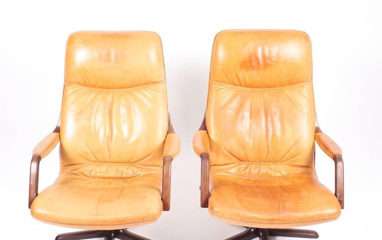 Pair of beautiful patinated Norwegian designed lounge chairs in tan leather. Designed by Berg for Vatne Møbler in 1970s.