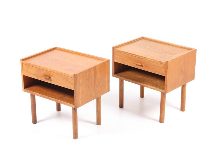 Scandinavian Modern Pair of Nightstands by Wegner For Sale