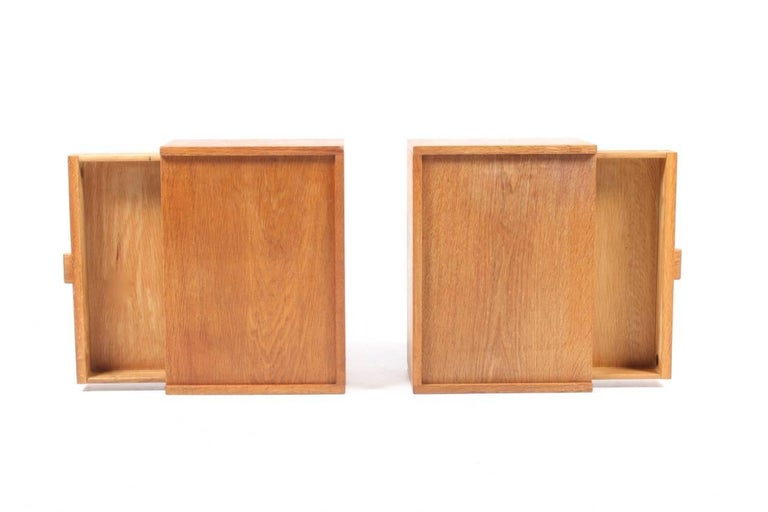 Mid-20th Century Pair of Nightstands by Wegner For Sale