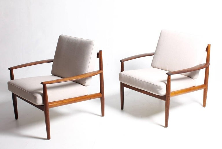 Pair of Lounge Chairs in Rosewood by Grete Jalk In Excellent Condition In Lejre, DK