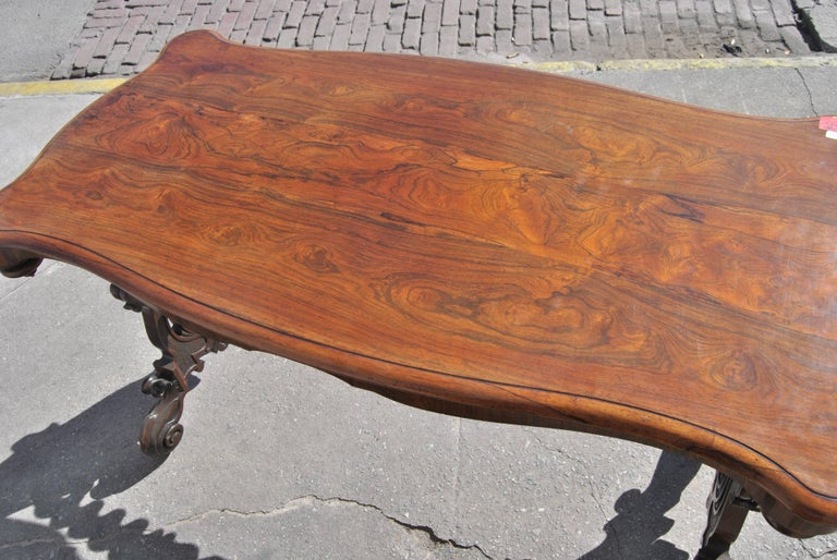 19th Century English  Rosewood Hall or Centre Table In Excellent Condition For Sale In Savannah, GA