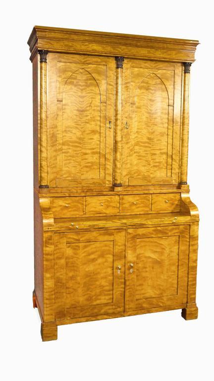 Secretaire Bureau Bookcase 19th Century Swedish Biedermeier Satin Birch In Excellent Condition For Sale In Santander, ES