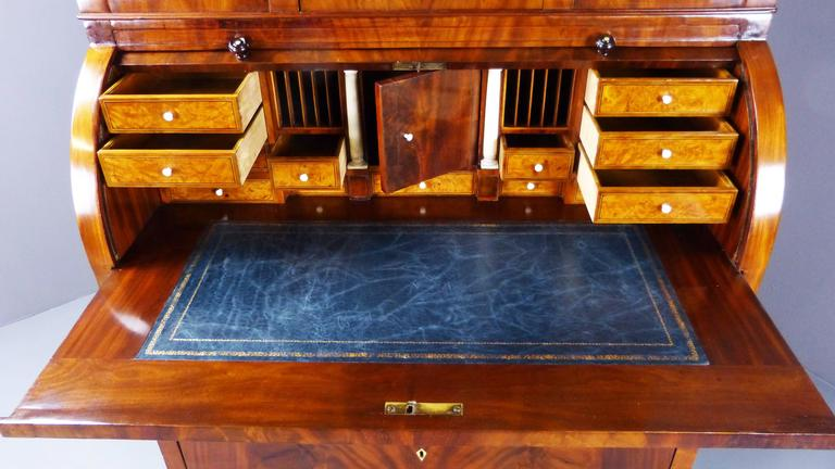 Bureau Secretaire Dutch Biedermeier Cylinder Top 19th Century  For Sale 3