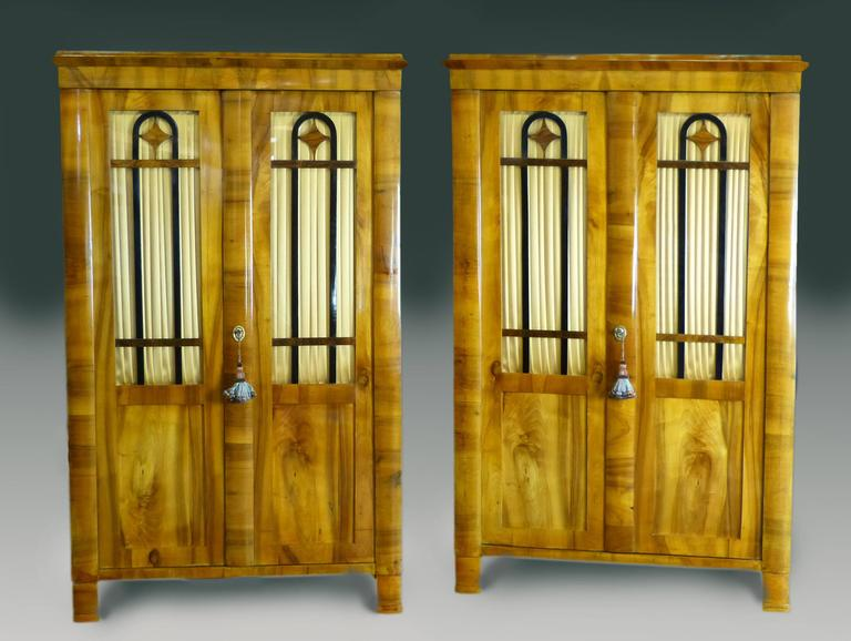 Pair Biedermeier Bookcases 19th Century German Walnut Display Cabinets For Sale 6