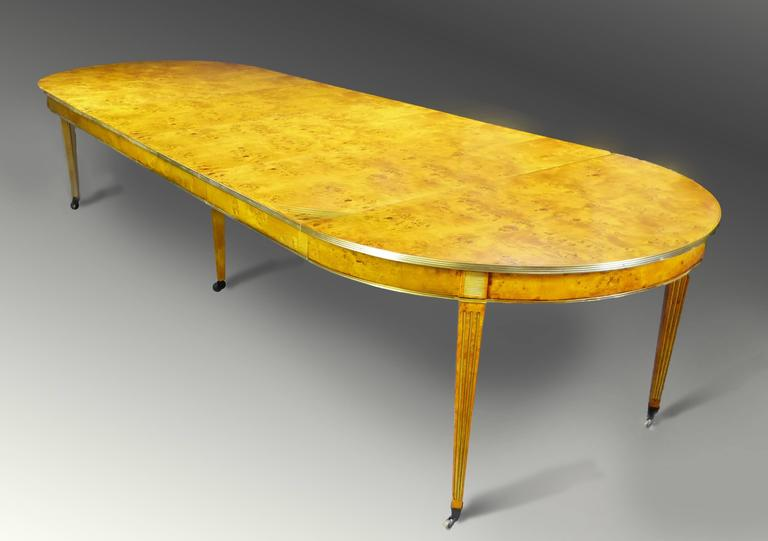 19th Century Large French Circular Extendable Dining Table  : MESACOMEDORFRANCESA4XT7apAl from www.1stdibs.com size 768 x 541 jpeg 26kB