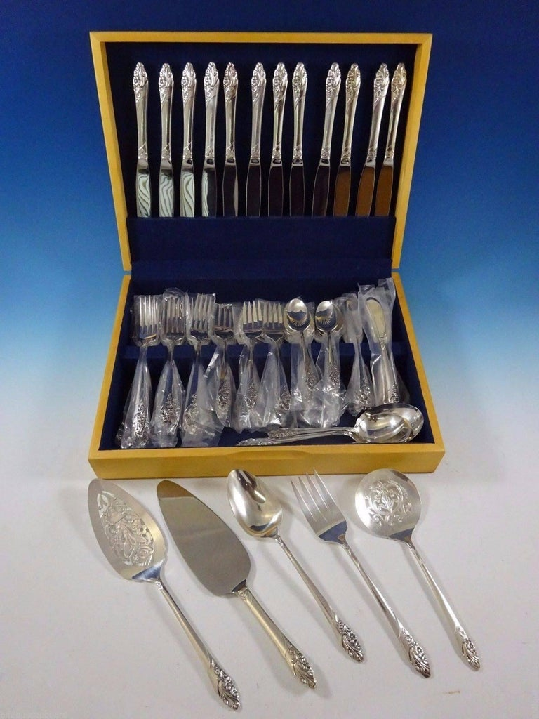 Evening star by community plate silver plate flatware set, 69 pieces. This set includes: 12 dinner knives, 9 1/4