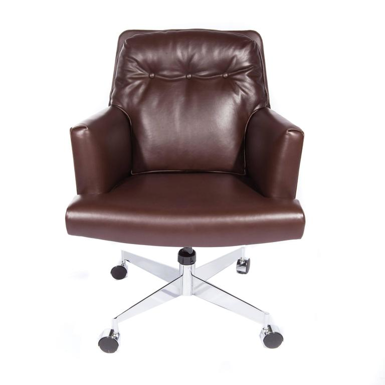 Leather and Chrome Executive Swivel Chair by Dunbar, circa 1960s For Sale