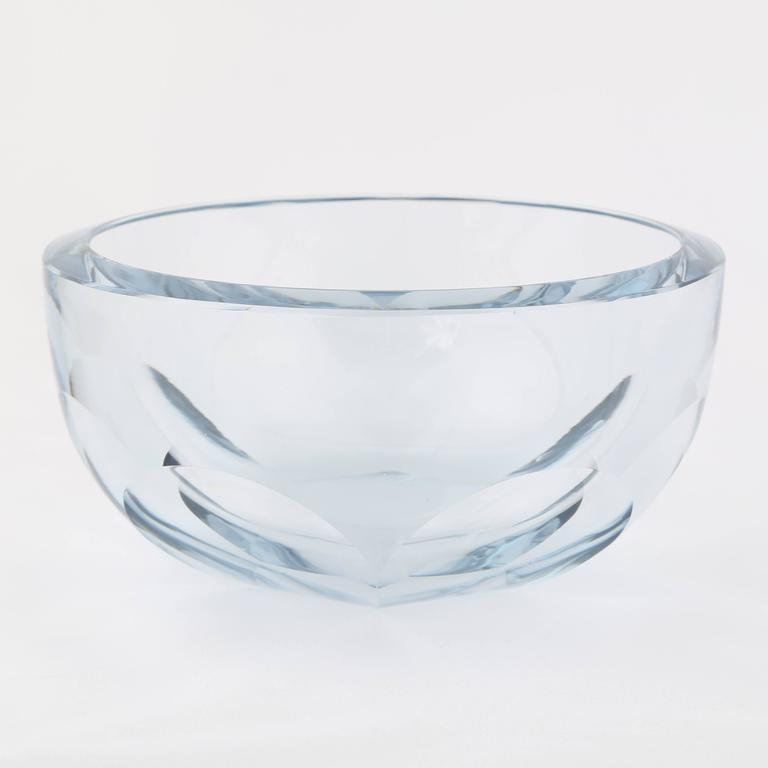 Large fasceted strombergshyttan glass centerpiece bowl