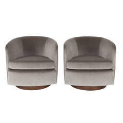 Pair of 1970s Milo Baughman Tilt and Swivel Lounge Chairs with Walnut Bases