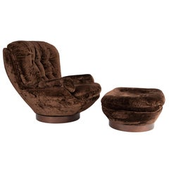 Shapely Selig Lounge Chair and Ottoman, circa 1970s