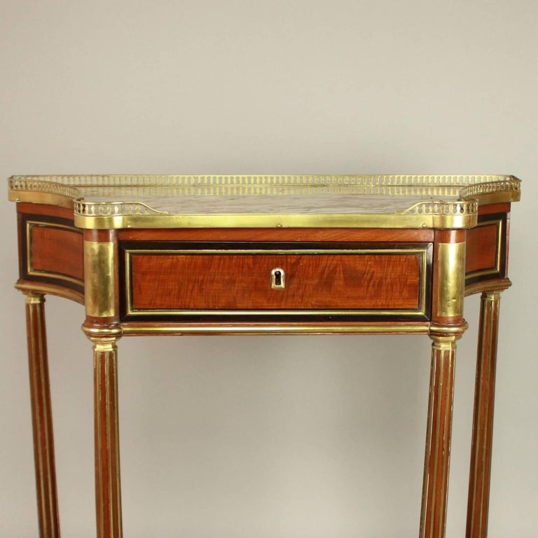 Louis XVI Gilt Bronze-Mounted Satinwood and Mahogany Console Table In Excellent Condition For Sale In Berlin, DE