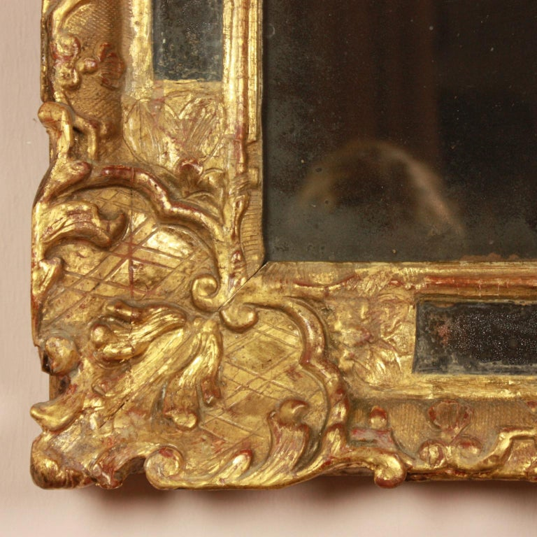 Carved Early 18th Century Régence Giltwood Mirror For Sale