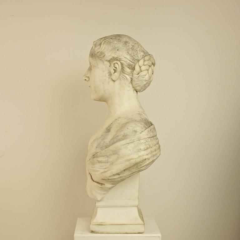 Carrara Marble 18th or 19th Century White Marble Bust of a Young Woman For Sale