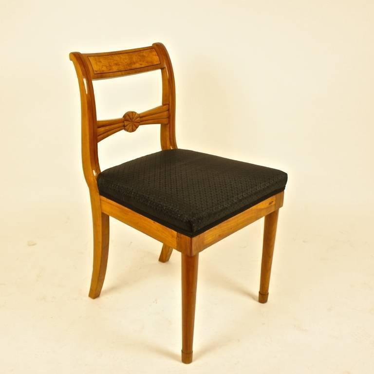 Pair of 19th Century Biedermeier Fruitwood Side Chairs In Excellent Condition For Sale In Berlin, DE