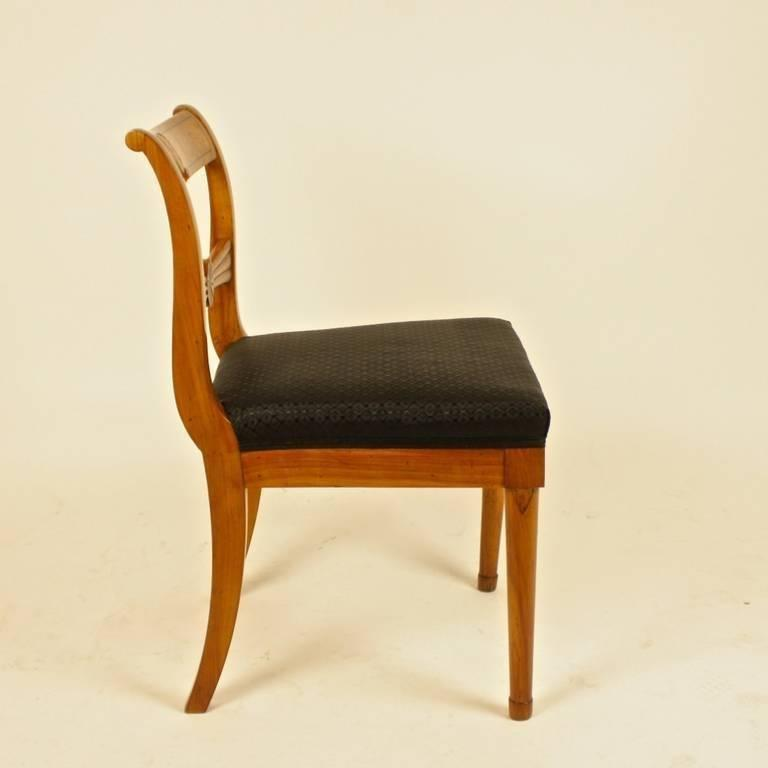 Early 19th Century Pair of 19th Century Biedermeier Fruitwood Side Chairs For Sale