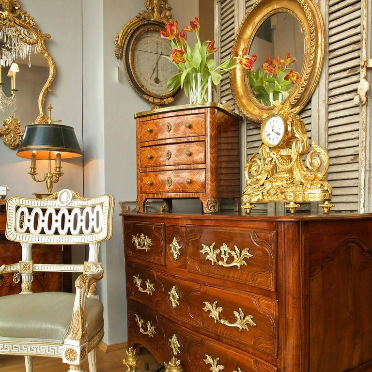 Early 18th Century Regence Walnut Commode For Sale 2