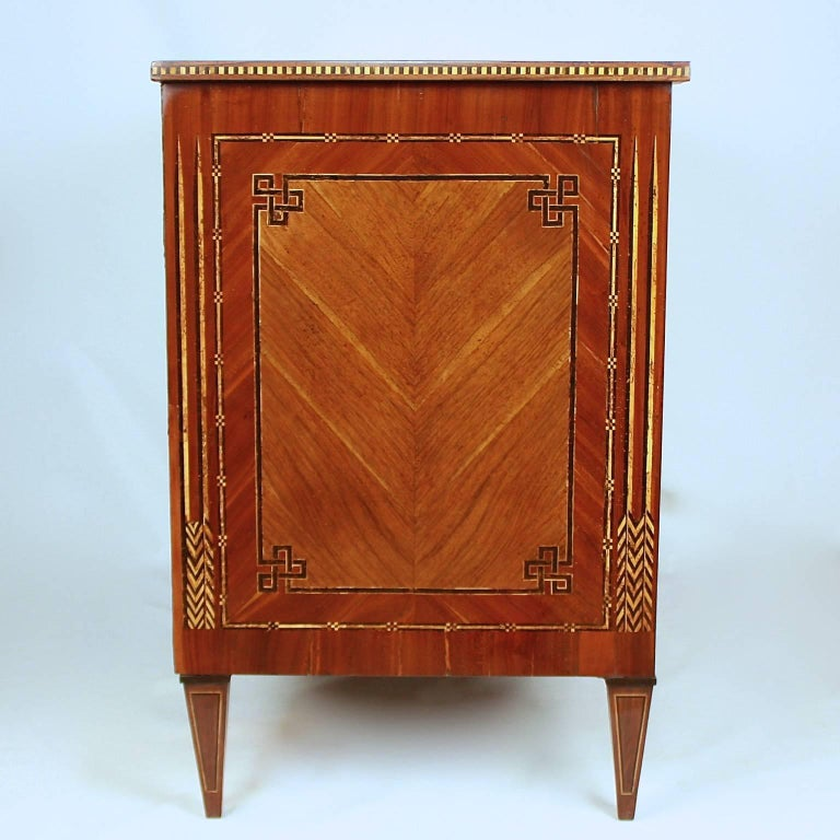 German 18th Century Neoclassical Marquetry Commode, circa 1780 For Sale 1