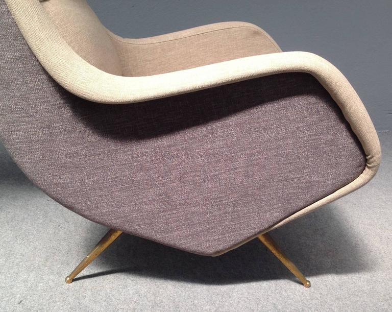 Glamorous pair of isa armchairs at 1stdibs for Isa arredamenti