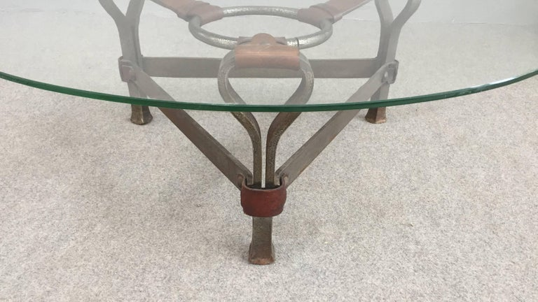 Chic Coffee Table Attributed to Jacques Adnet In Excellent Condition For Sale In Carpaneto Piacentino, Italy