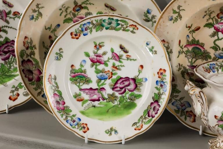 Mid-19th Century Oriental Design Part Dinner Service In Good Condition For Sale In Peterborough, Northamptonshire