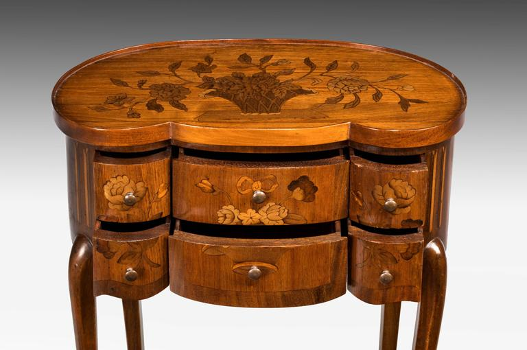 Late 19th Century Continental Marquetry Commode In Excellent Condition For Sale In Peterborough, Northamptonshire