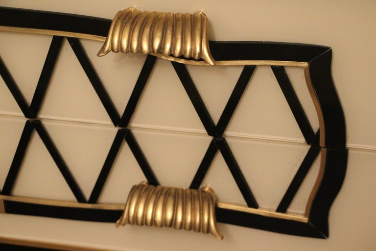 Italian Black and White Sideboard or Credenza in Murano Glass and Brass Inlay In Excellent Condition For Sale In Saint-Ouen, FR