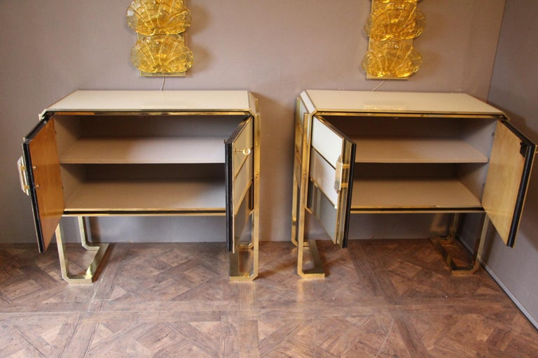 1970s Italian Art Deco Design Pair of Brass, Beige-Grey Murano Glass Cabinets In Excellent Condition For Sale In Saint-Ouen, FR