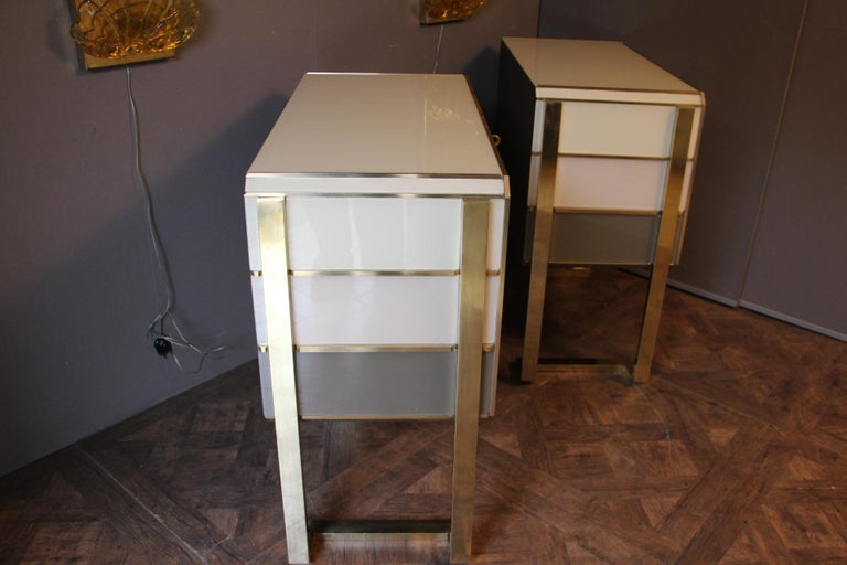 1970s Italian Art Deco Design Pair of Brass, Beige-Grey Murano Glass Cabinets For Sale 4