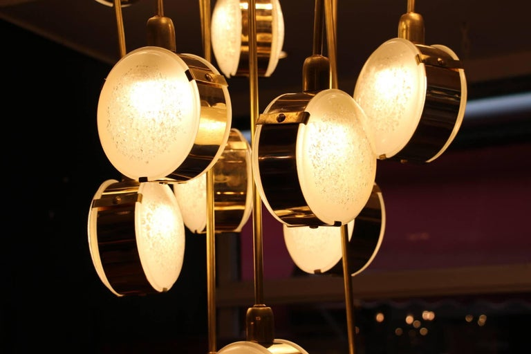 Italian Mid-Century Modern Brass and Glass Long Chandelier In Excellent Condition For Sale In Saint-Ouen, FR