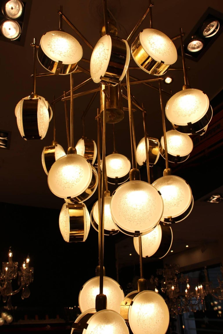 Italian Mid-Century Modern Brass and Glass Long Chandelier For Sale 6