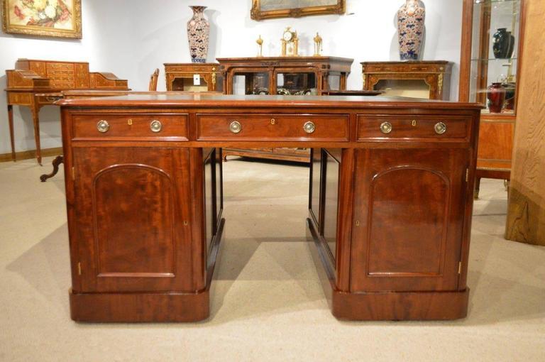 Beautiful Mahogany Victorian Period Antique Partners Desk 2 - Beautiful Mahogany Victorian Period Antique Partners Desk At 1stdibs
