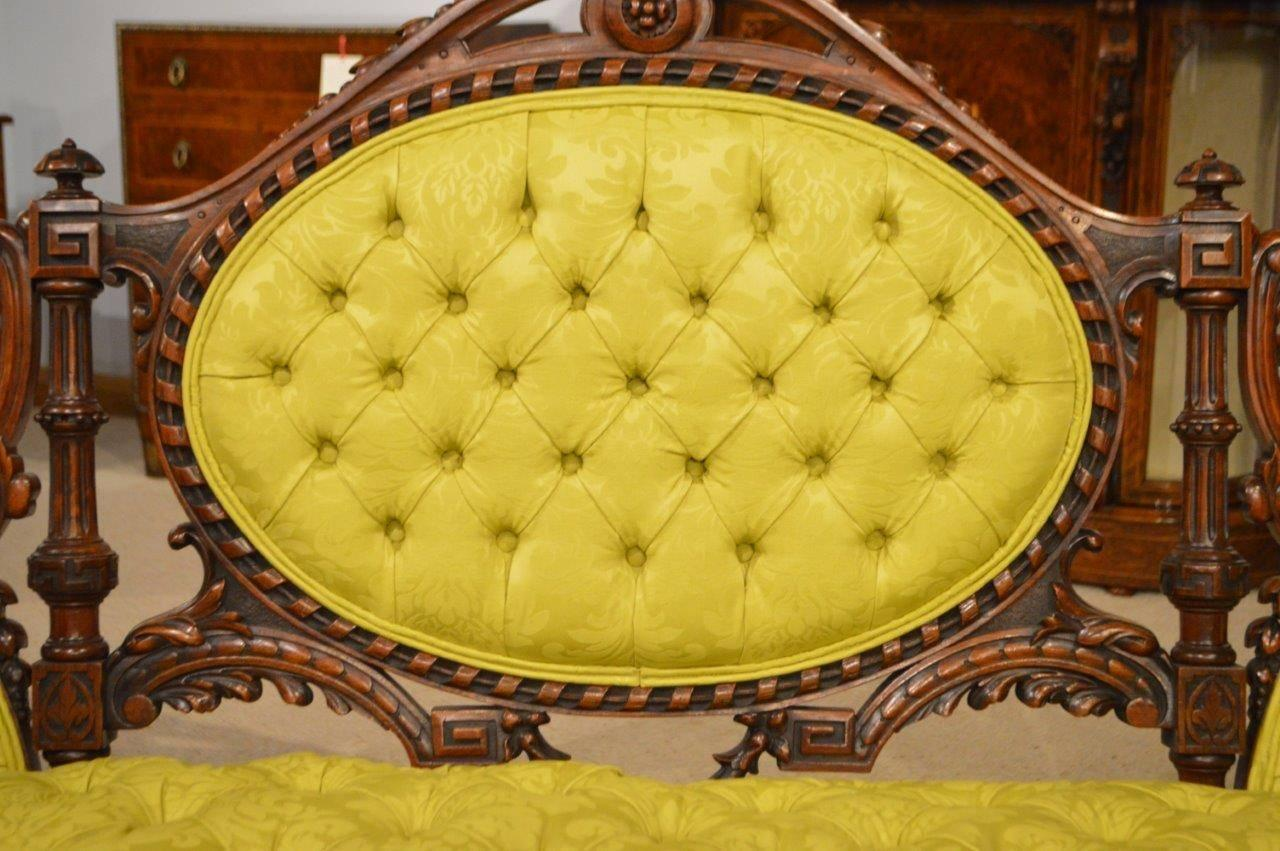 Superb quality carved walnut victorian period antique sofa for Antique chaise sofa bed