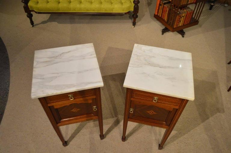 A good pair of mahogany inlaid French antique bedside cabinets. Each having  a white veined - Good Pair Of Mahogany Inlaid French Antique Bedside Cabinets At 1stdibs