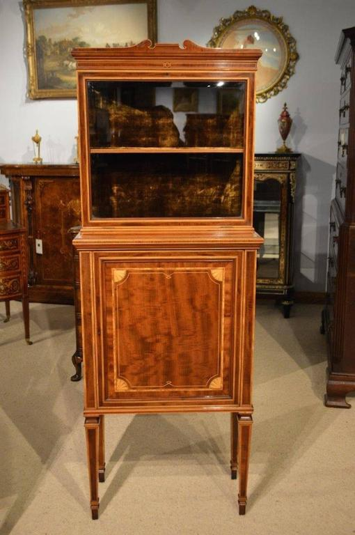Early 20th Century Fine Quality Pair of Fiddleback Mahogany Edwardian Period Inlaid Cabinets For Sale